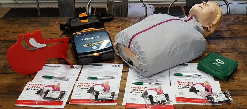 Handouts and equipment for a first aid course