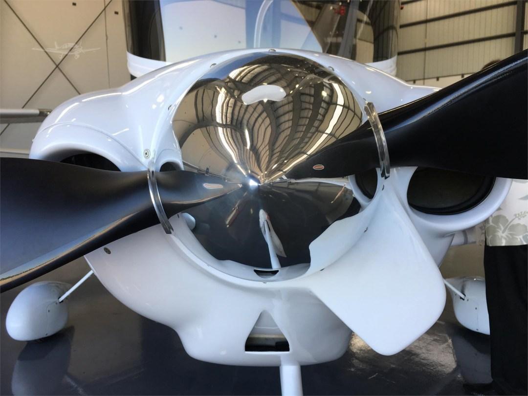 2010 DIAMOND DA40 XLS N355DS Close up prop view