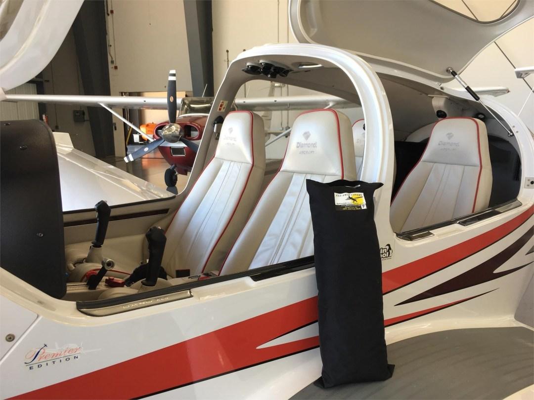2010 DIAMOND DA40 XLS N355DS cabin opened up