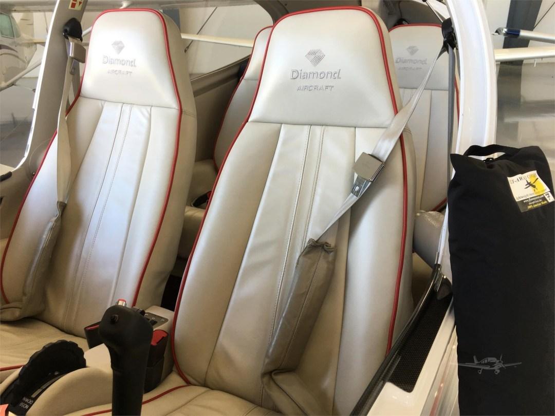 2010 DIAMOND DA40 XLS N355DS seats Interior