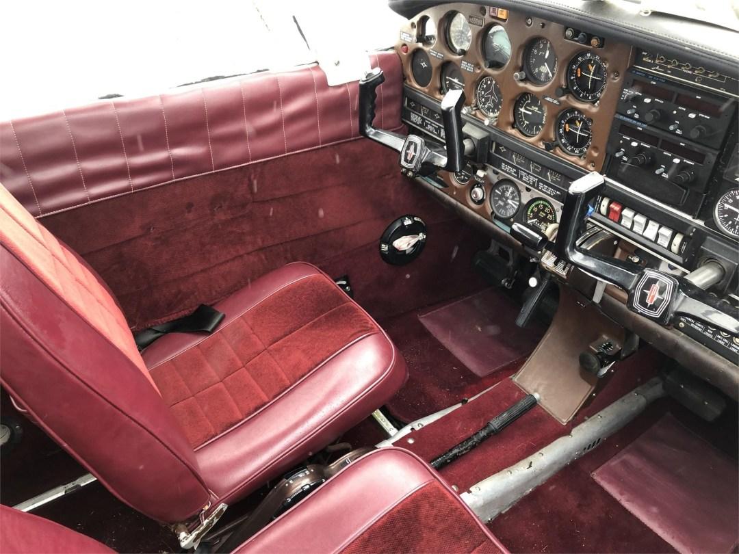 1973 PIPER ARROW II front seats pilot side