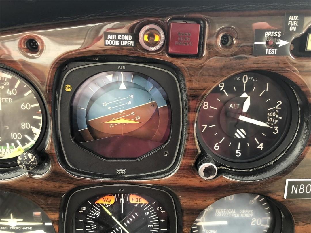 1979 PIPER SENECA II Pilots artificial horizon