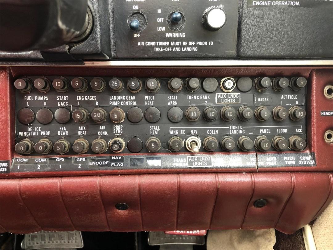 1979 PIPER SENECA II co-pilot side Circuit breaker panel
