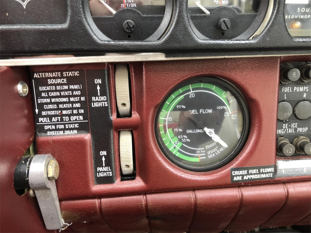 1979 PIPER SENECA II radio lights and fuel flow