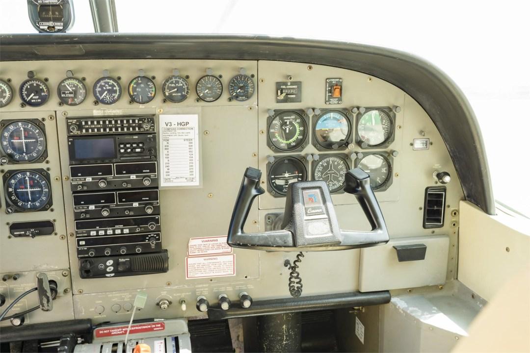 2002 CESSNA CARAVAN 208B GRANDistrument panel co-pilot