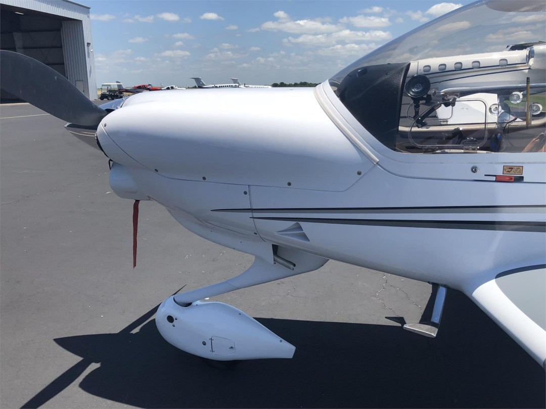 2008 DIAMOND DA40 XLS engine cowling