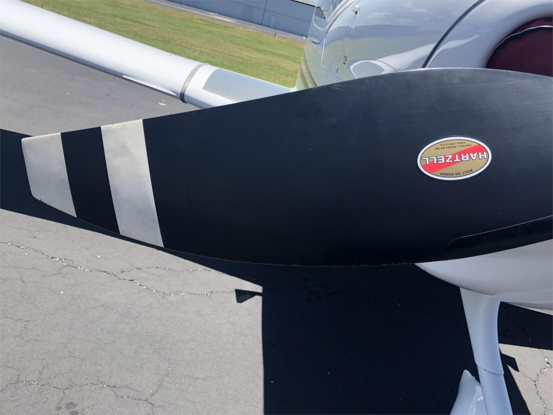 2008 DIAMOND DA40 XLS hartzel propeller