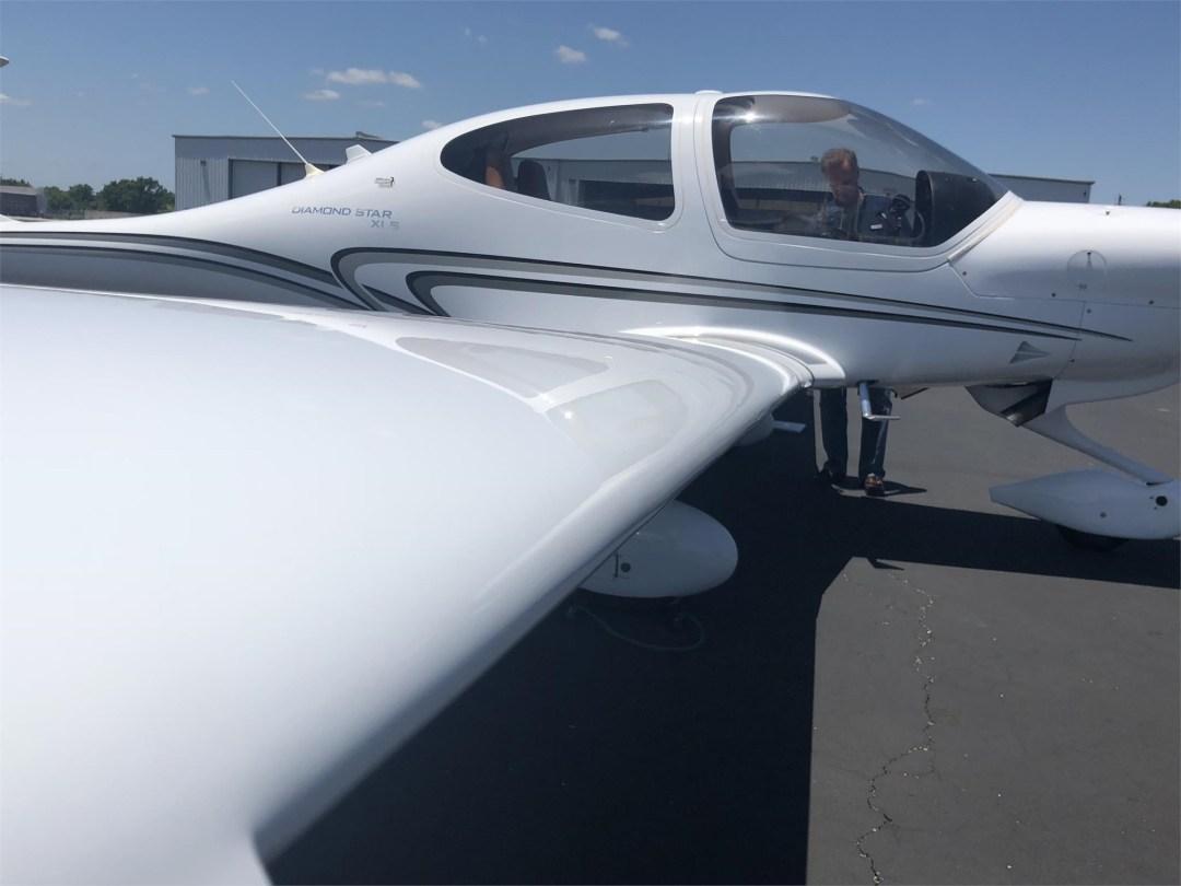 2008 DIAMOND DA40 XLS long wing view