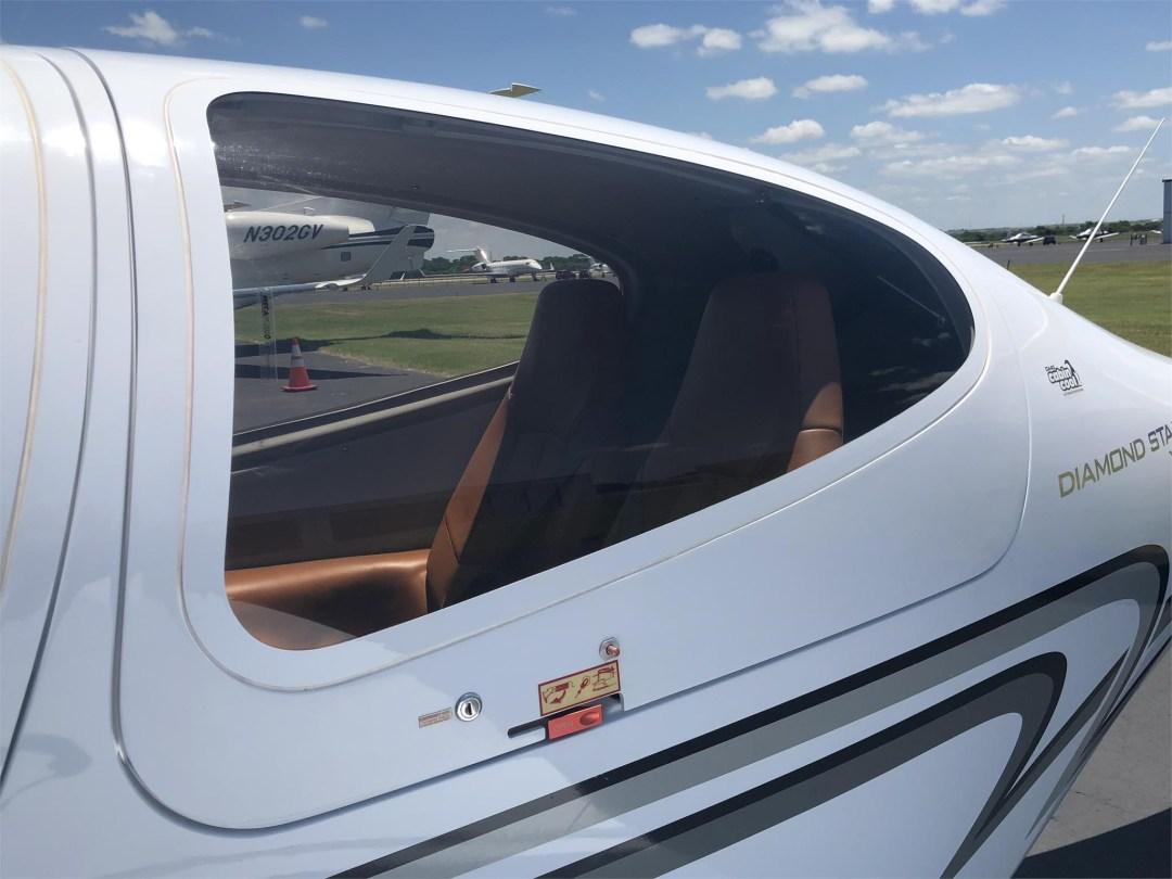2008 DIAMOND DA40 XLS rear window and exit