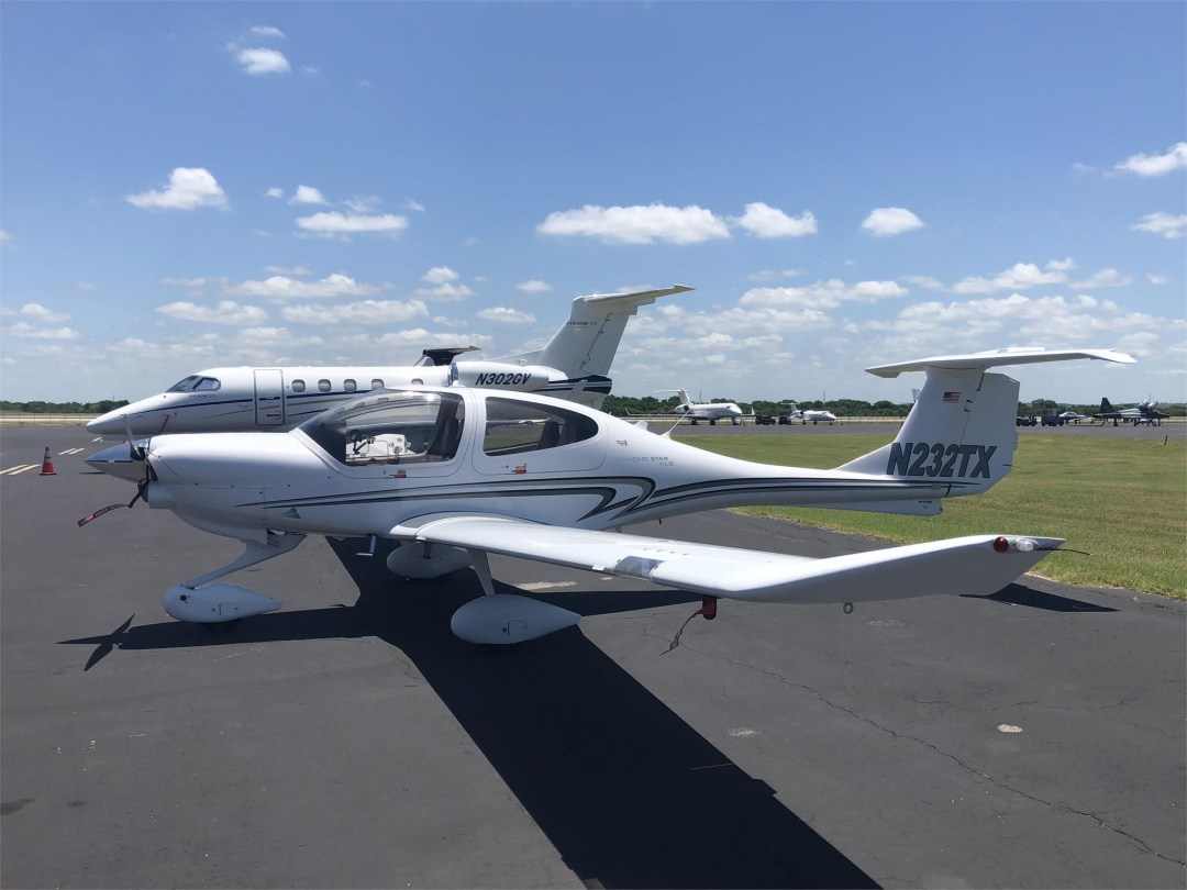 2008 DIAMOND DA40 XLS wing view from conroe airport CXO