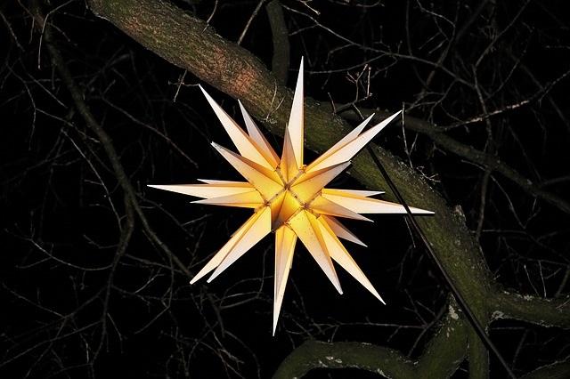 moravian-star-1087123_640