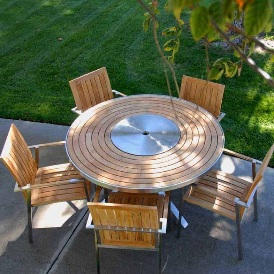 round outdoor dining table and chairs