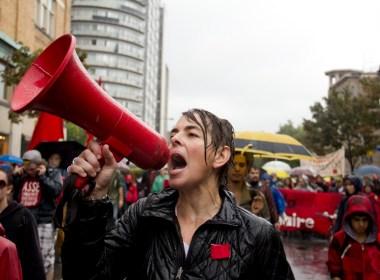 Despite the persistent rainfall, protesters marched downtown on Saturday Sept. 22 in a demonstration organized by Coalition Large de l'Association pour un Solidarité Syndicale Étudiante (CLASSE). (Luke Orlando / McGill Tribune)