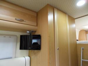 VW Crafter Sporthome TV and Washroom