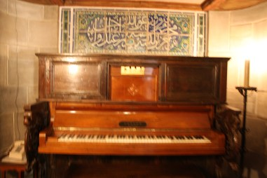 Piano that has 32 keys that play the bells of Casa Grande Tower