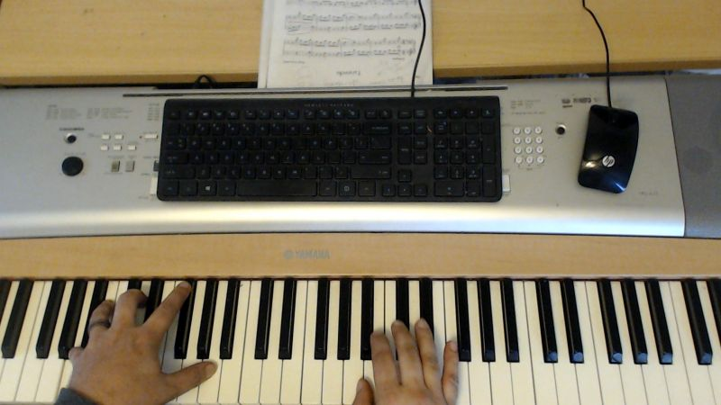Online music instructor for piano