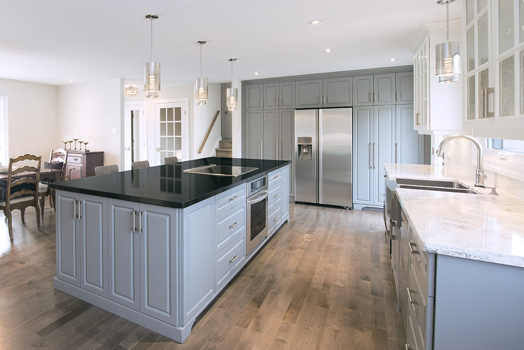 Expansive Kitchen Island with built in Cooktop & Oven