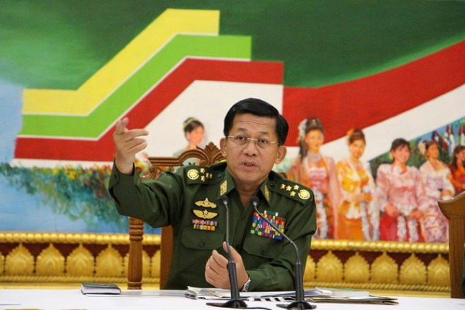 Myanmar's army chief Senior General Min Aung Hlaing addresses reporters during a news conference at the Defence Ministry in Naypyitaw September 21, 2015. REUTERS/Hla Hla Htay/Pool - RTS25OI