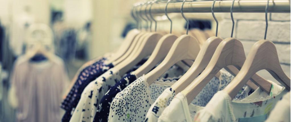 Bij M&D Mode wordt het assortiment op wens van ons klanten aangevuld en wordt gekeken wat ons klanten verlangen, en aangezien we kleding kunnen vermaken is het mogelijk om de gewenste kleding nog op u wens aanpassen. Bij ons kunt u terecht voor blouses, topjes, rokken, pantalons en jassen.