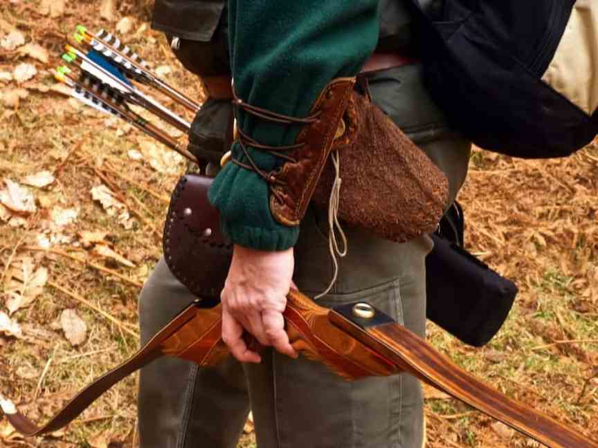 Compound Bow vs Recurve Bow for Beginners