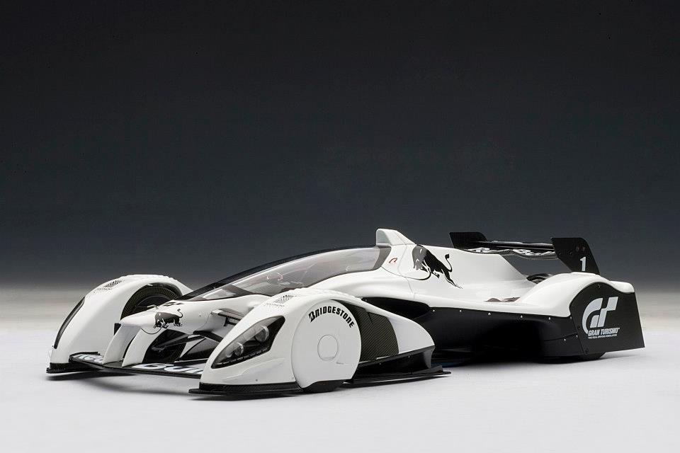 AUTOart Red Bull X2010 Gran Turismo White 18105 In 1