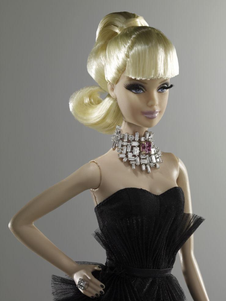 A Barbie mais cara do mundo meio milho de dlares  MDig