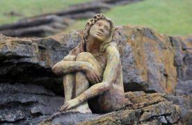 Del enigma por la estatua a barriles hundidos en mar