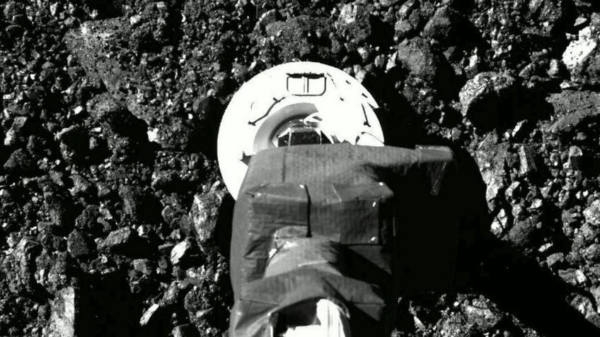 NASA publica fotos de la sonda OSIRIS-REx posada en el asteroide Bennu