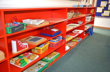 lower-primary_meadowbrook-montessori-primary-school_warfield_dsc_6413e_free-work-shelves_r