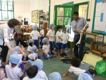 Meadowbrook Pre-school_Discussion-on-the-body-topic-with-Theos-dad-and-mum-Raj-and-Ella-3