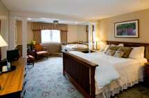 Hotel Suites with Jacuzzi and Fireplace