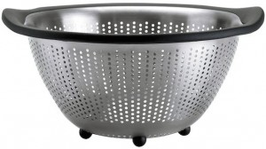 This 5-quart stainless steel colander from OXO good grips is our recommended colander pick.