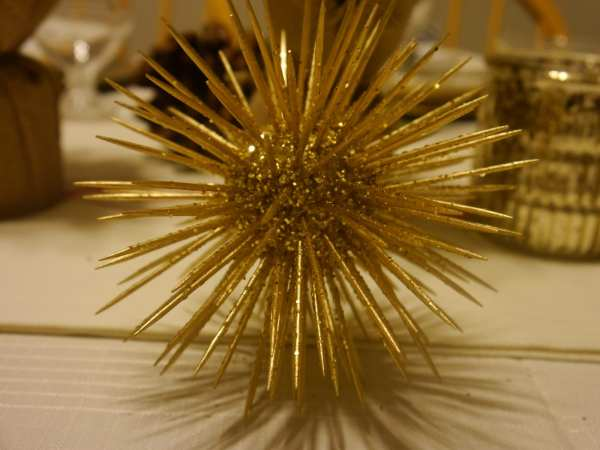 gold-spiky