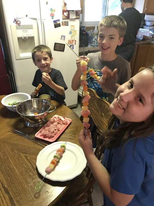 kids making their own kabobs