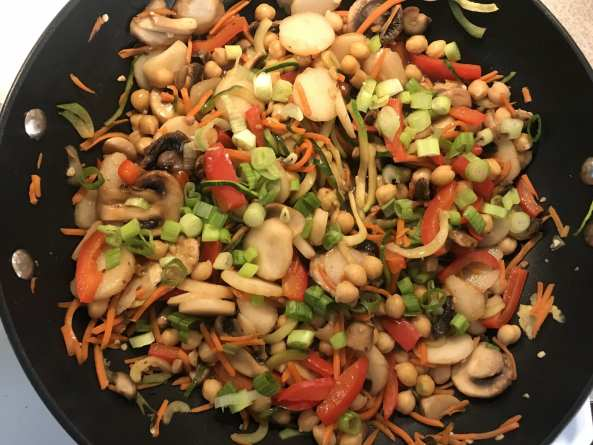 Delicious Honey Teriayki Stir Fry on Meal Planning Mommies.