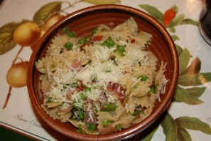 Pasta with smashed peas, prosciutto and scallions