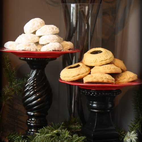 DIY Red and Black Dessert Stand | Christmas Cookie Tray | Goth it yourself | Gothic Decor | www.MeandAnnabelLee.com