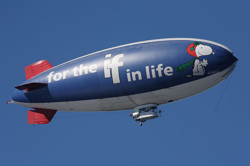 800px-Metlife_snoopy_two_blimp