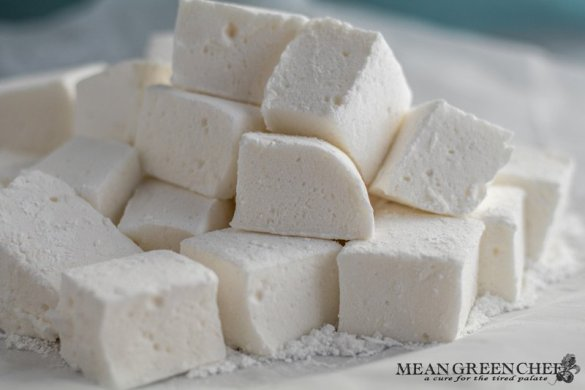 Easy Marshmallow Recipe | Mean Green Chef | Our Easy Marshmallow Recipe comes straight from the family restaurant. #marshmallows #marshmallowrecipe #recipes #hotchocolate #foodphotography #foodstyling #meangreenchef #MGCkitchen