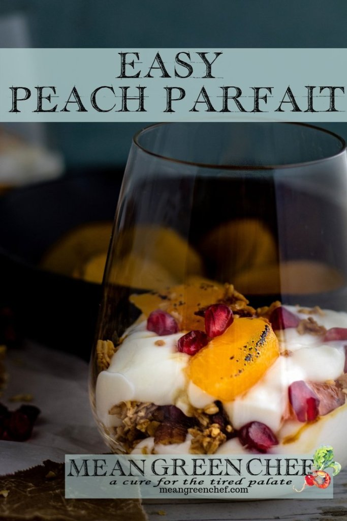 Easy Peach Parfait - Mean Green Chef #parfait #breakfast #granola #peaches #breakfastrecipe #peachparfaitrecipe #easybreakfast #meangreenchef