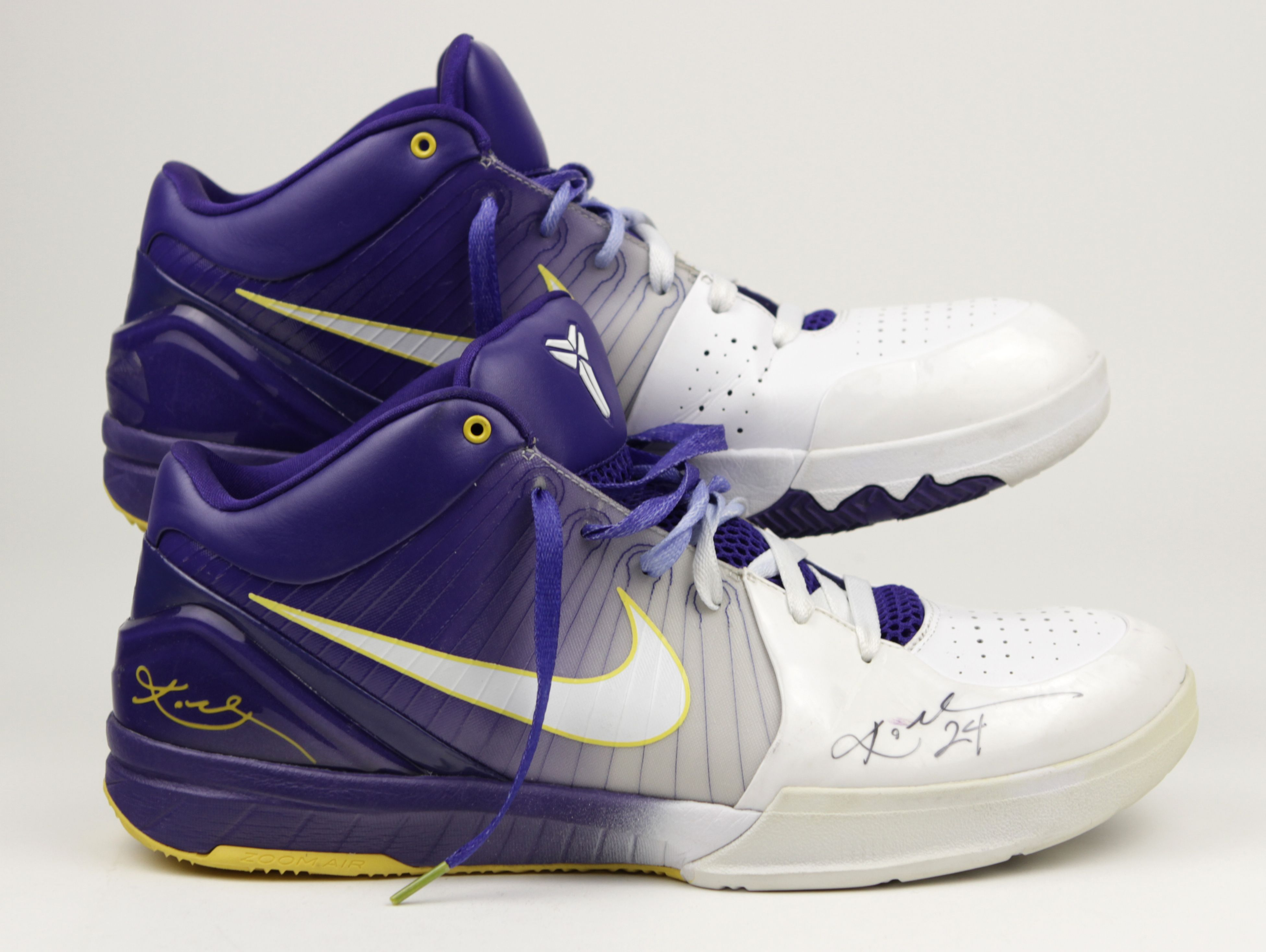 Lot Detail - 2009-10 Kobe Bryant Los Angeles Lakers Game Worn Signed Personal Model Shoes (MEARS Auction LOA)