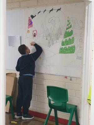 Creating Christmas decorations... Scoil an Spioraid Naoimh