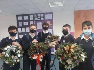 2Dáltaí Made Christmas Wreaths