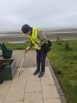 Laytown Tidy Towns volunteer2