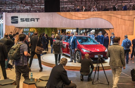 SEAT-kicks-off-its-e-mobility-offensive-in-Geneva_02_HQ
