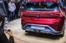 SEAT-kicks-off-its-e-mobility-offensive-in-Geneva_04_HQ