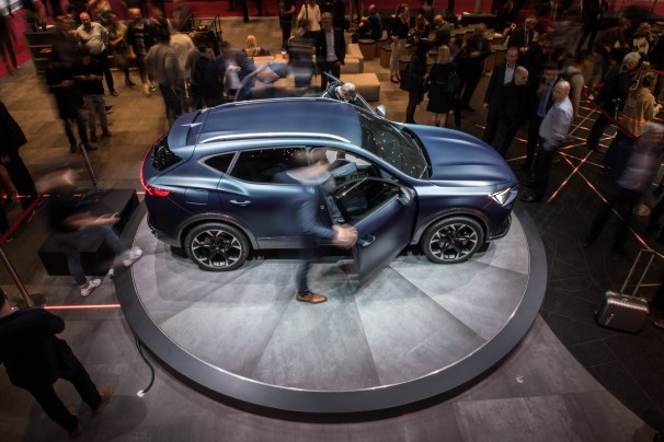 SEAT-kicks-off-its-e-mobility-offensive-in-Geneva_27_HQ
