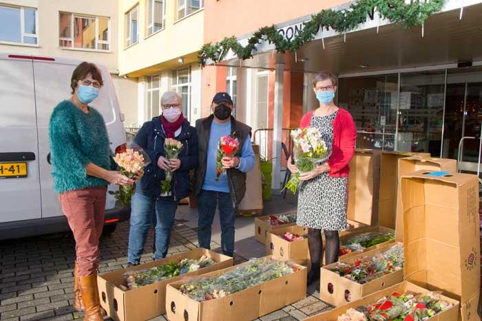 De Vliegende Hollander schenkt 2000 rozen aan Hof van Egfmont