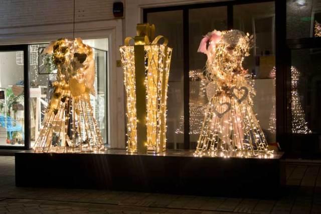 Valentijn decoratie in winkelstraten Mechelen