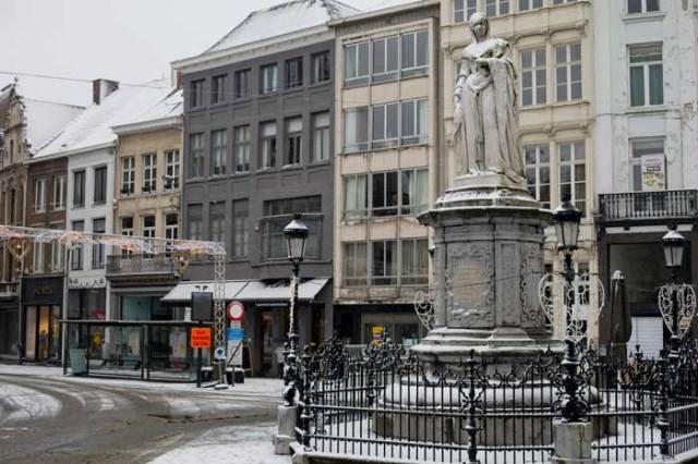 Sneeuw in stad Mechelen